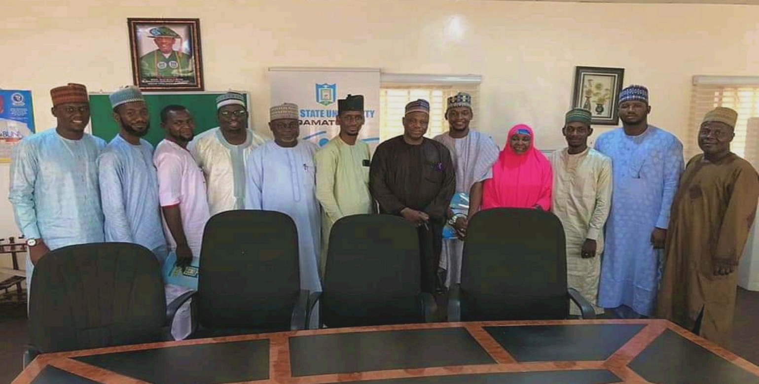 DEPUTY REGISTRAR, ALUMNI PAYS A COURTESY VISIT WITH EXCO MEMBERS TO VC